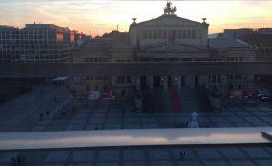 Bild mit Blick vom Karlsson auf den Gendarmenmarkt mit Abendstimmung